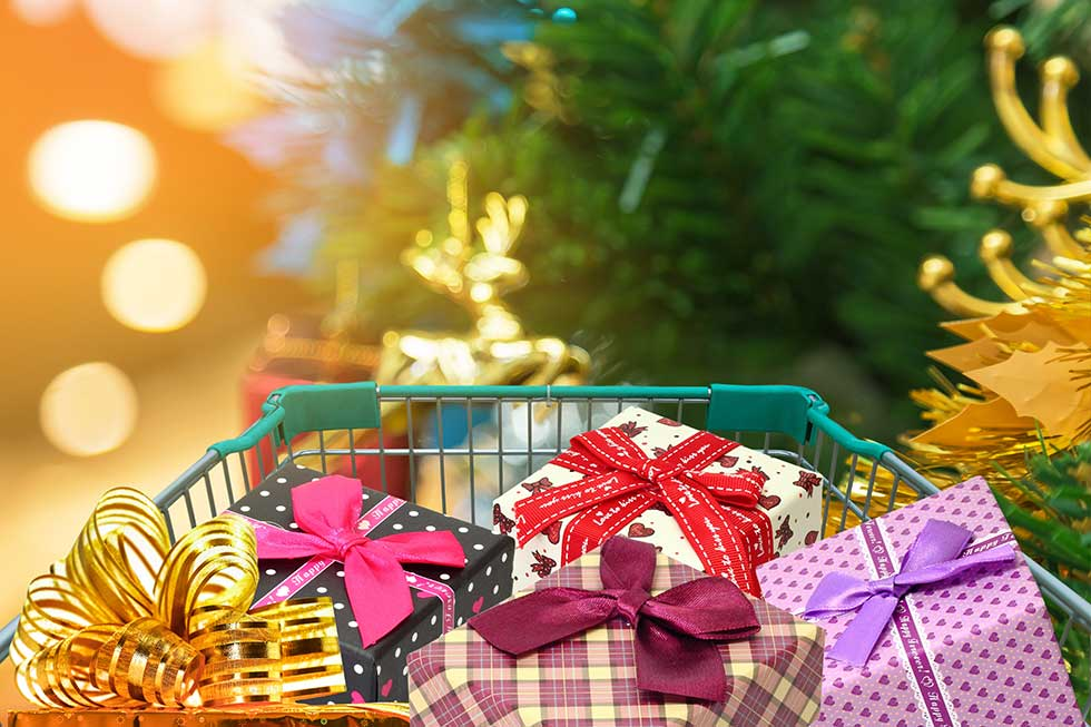 5 coloured wrapped Christmas presents in a shopping trolley